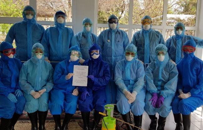 «16 martdan beri uyga ketmayapti» – O`zbekistonda koronavirusga qarshi kurashayotgan shifokorlar surati e`lon qilindi